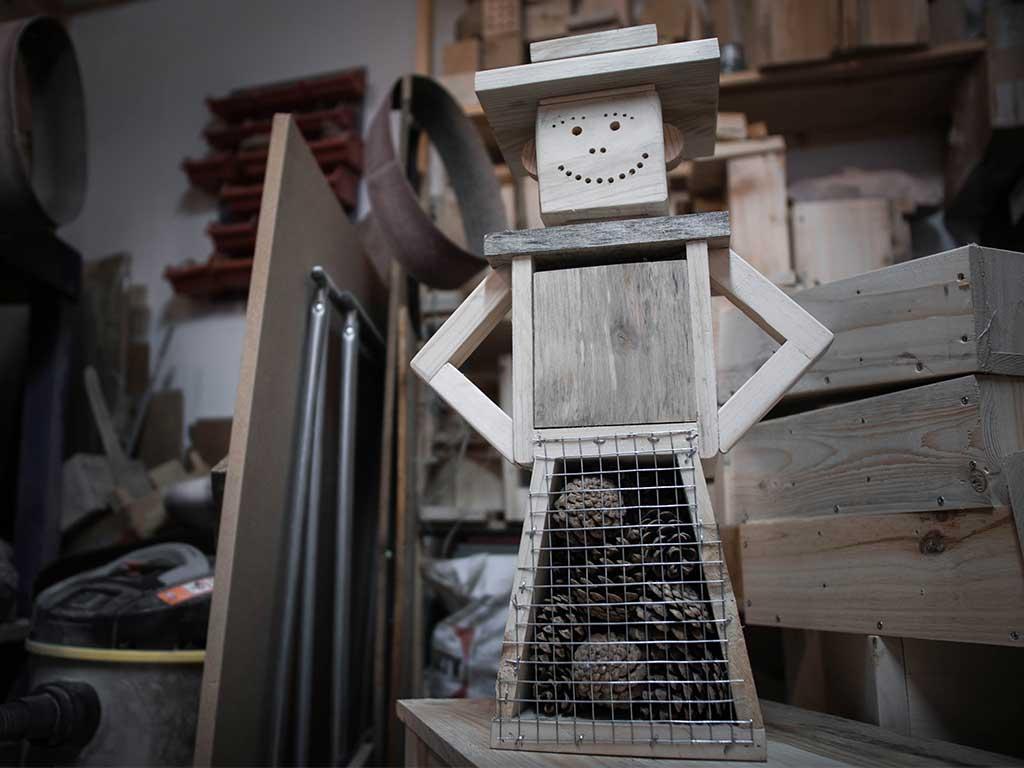 hotel à insectes en bois recyclé pour le jardin